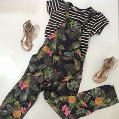 Um look super estiloso para as meninas que querem ousar mais um pouquinho.   ✅ Macacão acompanha blusa Tropicool - (tamanhos 10 ao 16)  Venha conferir em: www.purezababy.com.br/macacao-brandili-com-blusa-acetinado-tropicool