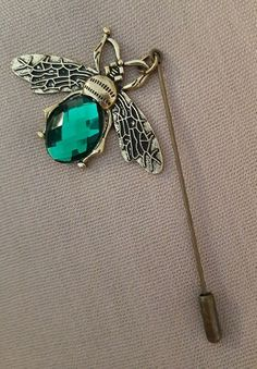 Beautiful Vintage Inspired Bee Dangle Pin Brooch - Emerald/Brass/Antique Bronze #craftoholictamina