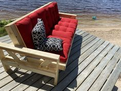 DIY outdoor Couch/Lounger (counger) #handmade #crafts #HowTo #DIY#couchlounger #counger #crafts #diy #handmade #howto #outdoor Outdoor Couch, Outdoor Furniture, Outdoor Decor, Diy Projects For Beginners, Diy Chicken Coop, Home Upgrades, Old Houses, Outdoor Gardens, Diy Home Decor