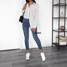 Jeans and striped shirt: casual outfit chemise ref 80255 Crop Top Outfits, Mode Outfits, Trendy Outfits, Fashion Outfits, Womens Fashion, Fashion Trends, Grunge Outfits, Fashion Bloggers, Fashion Tips