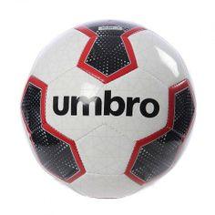 Juega, entrena y gana todos tus partidos con el Balón Veloce 3 de Umbro el cual cuenta con materiales suaves y resistentes para un control ideal. El Balón Veloce 3 es ligero y perfecto para entrenamientos en el pasto.