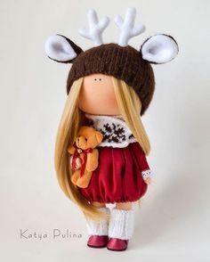 Хорошего вечера ✨ Куколка не продаётся. ✔️ Для заказа игрушек можно написать в Директ или на почту, контакты указаны в профиле ⬆️⬆️⬆️ #pulinka #katyapulina #katya_pulina #interiortoys #doll #toys #handmade #baby #interiordolls #спб #nukke #шебби #детство #puppe  #интерьерныеигрушки #текстильнаякукла #кукла #куклаизткани #игрушка #новыйгод #куклавподарок #рождество #своимируками #подарок #кукларучнойработы #instadoll #нежность #тильда #tilda #tildadoll