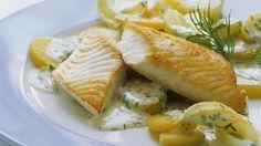 Knusprig gebratener Fisch mit cremiger Beilage: Seelachs mit Dillkartoffeln | http://eatsmarter.de/rezepte/seelachs-mit-dillkartoffeln