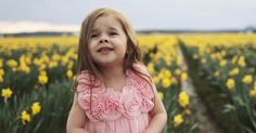Claire Ryann, the is bringing joy to the world with her beauty and angelic voice. She sings an Easter hymn, 'Beautiful Savior'. It's adorably beautiful! Easter Hymns, Easter Songs, Claire Ryann, Uplifting Songs, Christian Music Videos, Disney Songs, Cute Baby Videos, Joy To The World, Greatest Songs