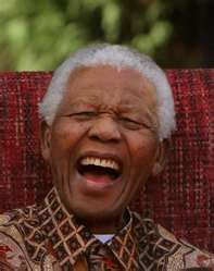 Nelson Mandela today you left us * Juli 1918 in Mvezo, Transkei, Südafrika; † Dezember 2013 in Houghton, Johannesburg, Südafrika RIP Mr Nelson Mandela I bow of you Sir Gerold Nelson Mandela, Smile Face, Your Smile, Make Me Smile, Charlie Chaplin, Happy People, Good People, Smiling People, Beautiful Smile
