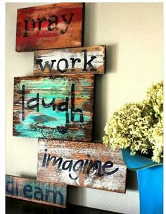 Pallet sign....I absolutely am in love with this!!!! I like the 'paint' on the boards.