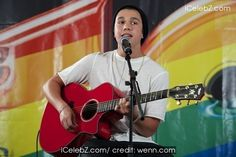 Austin Mahone  performs during a fan event held at 40 Principales 93.9 FM radio station http://icelebz.com/events/austin_mahone_performs_during_a_fan_event_held_at_40_principales_93_9_fm_radio_station/photo1.html