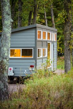 In a mobile house area of only 29 square meters fit everything you need for a comfortable stay. Tiny House Plans, Tiny House On Wheels, Portable Sheds, Trailer Build, House Paint Exterior, Living Styles, Tiny House Living, Paint Colors For Home, House Painting