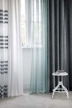 KARWEI | Het is mooi om diverse kleurtinten uit je interieur terug te laten komen in je raamdecoratie.
