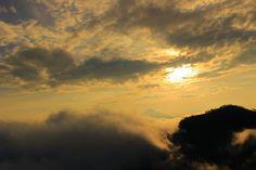 "salamanesia: sunrise ""negri diatas awan"" bukit kukusan"