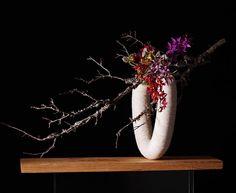 Ikebana Flower Arrangement, Ikebana Arrangements, Floral Arrangements, Ikebana Sogetsu, Japanese Flowers, Flower Designs, Flower Art, Still Life, Creative Design