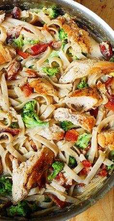 Chicken Broccoli Pasta, Bacon Pasta, Chicken Bacon, Creamy Chicken, Broccoli Salad, Keto Chicken, Chicken Salad, Chicken Fettuccine, Creamy Pasta