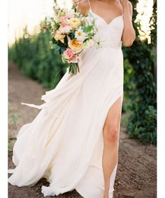 Get inspired by these simple and beautiful wedding dresses that are perfect for the minimalist bride.