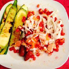 Espaguetis de surimi con arándano, salmón al horno y calabacín