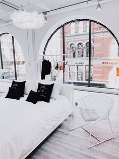 c'est beau-ify your space, and surround yourself with beauty, every day. Room Ideas Bedroom, Bedroom Inspo, Diy Bedroom Decor, Bedding Decor, Dream Rooms, Dream Bedroom, Cute Room Decor, Aesthetic Room Decor, Dream Apartment