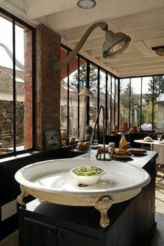 OMGosh THIS sink!!!!    lavandino di cucina rotondo chic