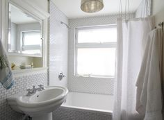 Small bathroom in the photo