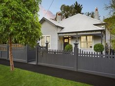 Trendy exterior paint colora for house weatherboard living rooms Ideas Exterior Color Schemes, Exterior Paint Colors For House, Paint Colors For Home, Paint Colours, Colour Schemes, Bungalow Exterior, Cottage Exterior, Interior And Exterior, Sorrento