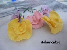 Fiori Lathyrus in pasta di gomma (Gumpaste sweet pea) by ItalianCakes - YouTube
