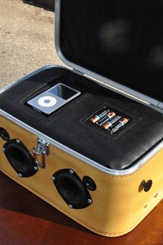 Totlly doing this!!! Sears Featherlite BoomBox Vintage Train Case Suitcase
