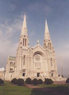 La basilique magnifique de Ste Anne de Beaupré, Québec.