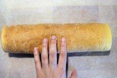 La pasta biscotto (detta anche pasta biscuit) è una ricetta base della pasticceria preparata per fare rotoli e tronchetti. Ha origini francesi e potrebbe essere definito come un Pan di Spagna arrotolato più morbido e flessibile, adatta alla realizzazione di rotoli o tronchetti. La pasta biscotto è una base soffice, molto semplice da realizzare, e può essere farcita con marmellata, ganache al cioccolato, panna, nutella o con della semplice crema pasticcera. Per ottenere una pasta biscotto… Torte Cake, Hot Dog Buns, Cooking Tips, Latte, Biscuits, Food And Drink, Bread, Diet, Ethnic Recipes