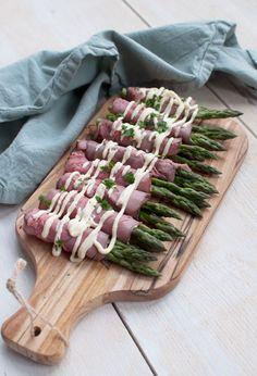 Rosbiefrolletjes met groene asperges en mierikswortelsaus