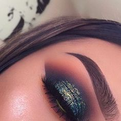 Delineated, smoky, colors, shapes and techniques to make up your eyes every time We propose ten eye makeup looks for different tastes and. Kiss Makeup, Cute Makeup, Gorgeous Makeup, Pretty Makeup, Beauty Makeup, Hair Makeup, Glitter Makeup, Halo Eye Makeup, Glam Makeup Look