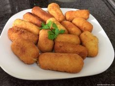 Croquetas caseras de pollo y jamon AMC Pollo Chicken, Main Meals, Finger Foods, Tapas, Catering, Chicken Recipes, Brunch, Food And Drink, Appetizers