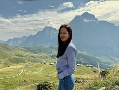 Son Ye-jin behind the scenes images in Switzerland for her Korean drama Crash Landed Love (aka Emergency Love Landing or Love's Emergency Landing) Korean Actresses, Actors & Actresses, Kdrama, Coping With Loss, Jung Hyun, Couple Shots, Scene Image, Hyun Bin, Her Smile