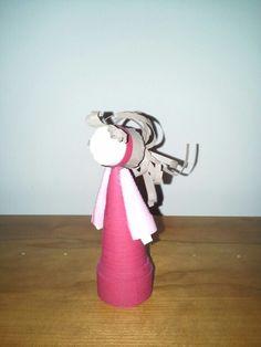 Boneca feita com rolinhos de cartolina
