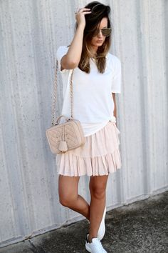 Blush ruffles in Brandy Melville tee via For All Things Lovely Spring Outfits Classy, Fall College Outfits, Casual Outfits For Teens, Boho Outfits, Cold Weather Dresses, Fancy Shoes, Golden Goose, Womens Fashion, Chanel Sunglasses