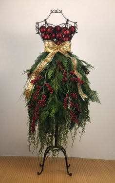 eBook Tutorial: Dress Form Christmas Tree - Bohemian Style - EBook Tutorial: Dress Form Christmas Tree – Bohemian Style Source by sergekoss - Mannequin Christmas Tree, Dress Form Christmas Tree, Natural Christmas Tree, Outdoor Christmas, Christmas Balls, Christmas Tree Decorations, Christmas Wreaths, Christmas Crafts, Christmas Ornaments