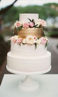 white and gold buttercream bridal cake with fresh flowers at Degolyer House Dallas Arboretum wedding reception