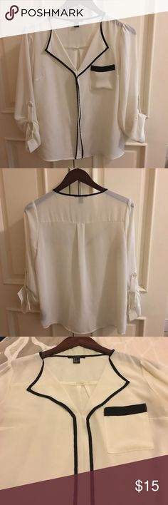 🌸PRICE DROPPED!🌸 Forever 21 Cream & Black Blouse Forever 21 Cream and Black Blouse. Size Small. Piping Detail. Sleeves can be worn long or 3/4 length. Great staple blouse! Final sale. Forever 21 Tops Blouses