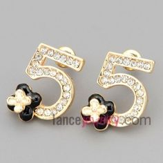 Fashion stud earrings with gold zinc alloy decorated shiny rhinestone with figure five