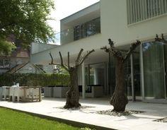 Irregular White Residential Box: Modern Villa Bilthoven in the Netherlands