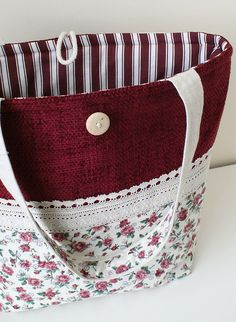 "Bag with roses from cottonInside is one pocket: H 18 X W 23 cm (7.2 x 9.2) Measurements of the bag: H 45 x W 40 cm (18"" x 16"")"