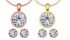 2-Piece 18K Plated Swarovski Elements Solitaire Set - 2 Colours Present yourself in glamour with the 2-Piece Solitaire Set      Set includes dazzling necklace with matching earrings      Crystals are crafted with gorgeous Swarovski Elements      Luxurious 18K plating hold the crystals in place      2 colours: gold or rose gold      Chain length: 50cm (with a 20cm drop)      A simple,...