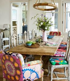 Loving the mismatched chairs! We can't get enough of these mismatched dining chairs with colorfully cohesive upholstery. LOVE THE MISMATCHED CHAIRS Mismatched Dining Chairs, Dining Room Chairs, Dining Area, Kitchen Chairs, Mismatched Furniture, Dining Tables, Small Dining, Trestle Table, Kitchen Dining