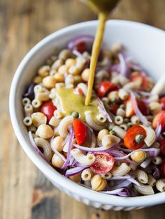 Simple Greek Pasta Salad // @veggiebeastblog