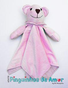 Naninha na cor rosa com carinha de Urso. Confeccionada em tecido plush e…