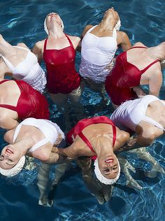 Synchronized swimming Los Angeles water ballet Mermaids water show Swimming Pictures, Vintage Swim, Retro Vintage, Synchronized Swimming, Swim Caps, Retro Fashion, Womens Fashion, Swim Team, Editorial Fashion