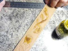 Окрашивание изделия из кожи своими руками. #ремень #кожаный мужской крас...