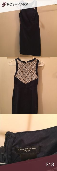 ANN TAYLOR • Navy blue and white dress Sz 2 Petite • I'm 5'6 and it fits me ! • Wore it to a wedding • So many compliments ! Ann Taylor Dresses Midi