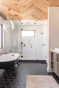 Bad Inspiration, Bathroom Inspiration, Douches Subway Tile, Wood Plank Tile, Wood Flooring, Floors, Subway Tile Showers, White Subway Tile Shower, Wood Tile Shower