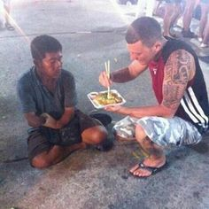 this man not only bought food for a homeless guy missing an arm, but let him enjoy Japanese food that requires chopsticks by feeding him
