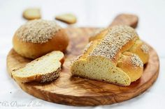 Sicilian bread and durum wheat sesame Biscuit Bread, Pan Bread, Sesame, Sicily, Banana Bread, Delish, Biscuits, Bakery, Dishes