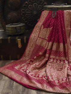 Saree Designs Party Wear, Wedding Saree Blouse Designs, Banarsi Saree, Handloom Saree, Silk Sarees, Indian Bridesmaid Dresses, Indian Wedding Outfits, Red Saree Wedding, Engagement Saree