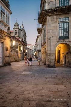 Pontevedra, Galicia - España Edificio do Museo Provincial e Igresa de San Bartolomé